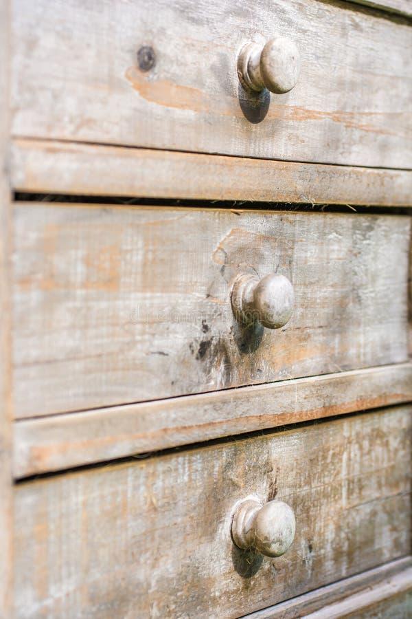 Les tiroirs ferm?s ont fait du bois photographie stock libre de droits