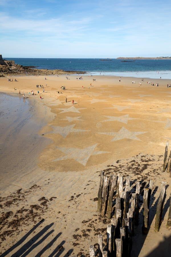Les ?toiles sur la plage dans Saint Malo Brittany, France images libres de droits