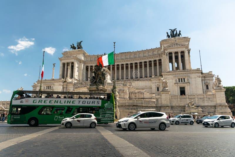Les touristes transportent des visites à beau Rome image stock