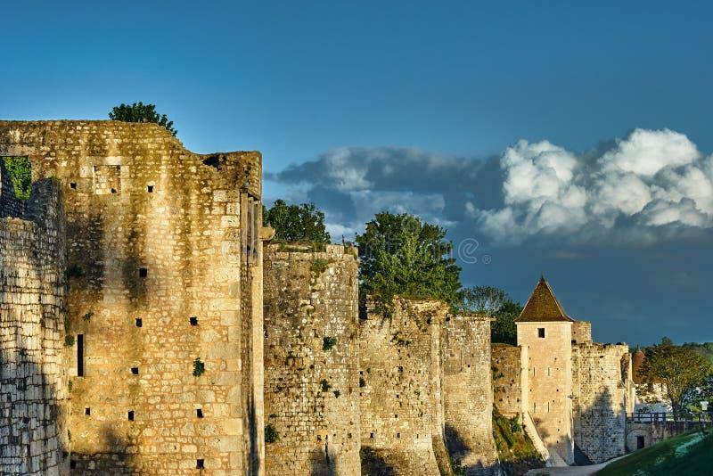 Les tours et les remparts médiévaux photographie stock