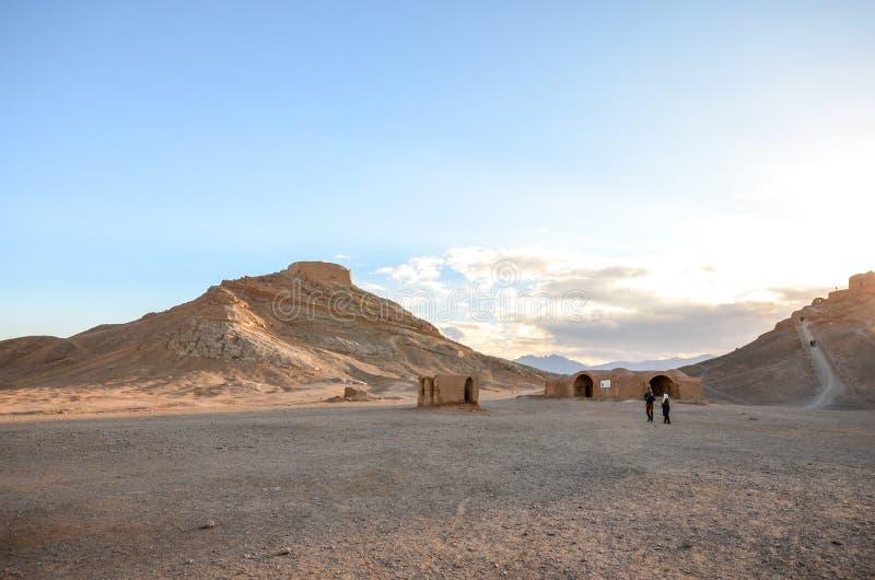 Les tours iconiques de Zoroastrian du silence dans Yazd photos libres de droits