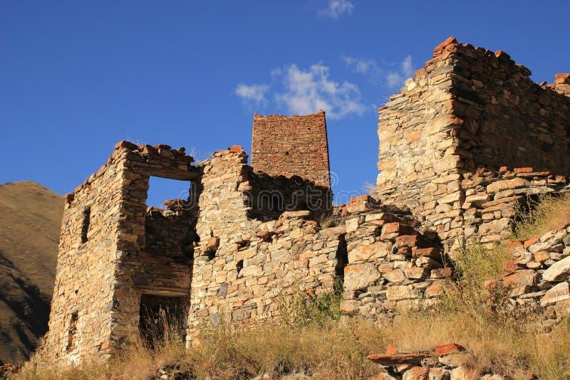 Les tours ossètes dans le village d'Abano dans le Truso se gorgent (la Géorgie) photographie stock