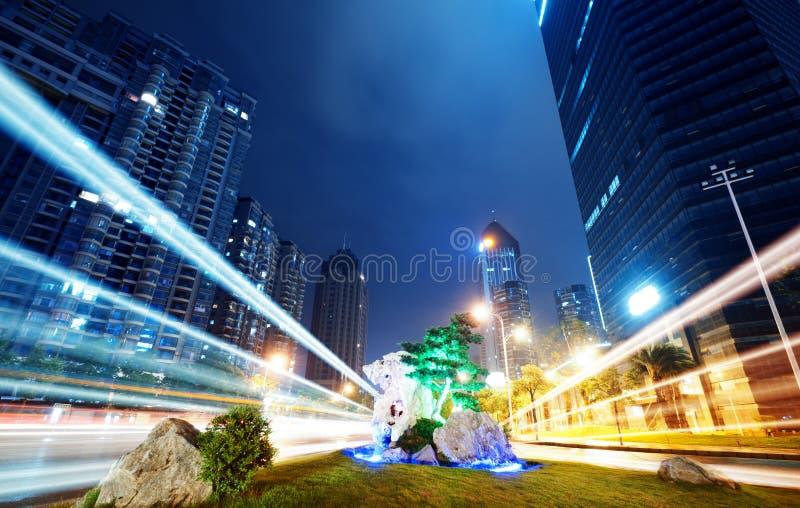 Les traînées de lumière photographie stock libre de droits