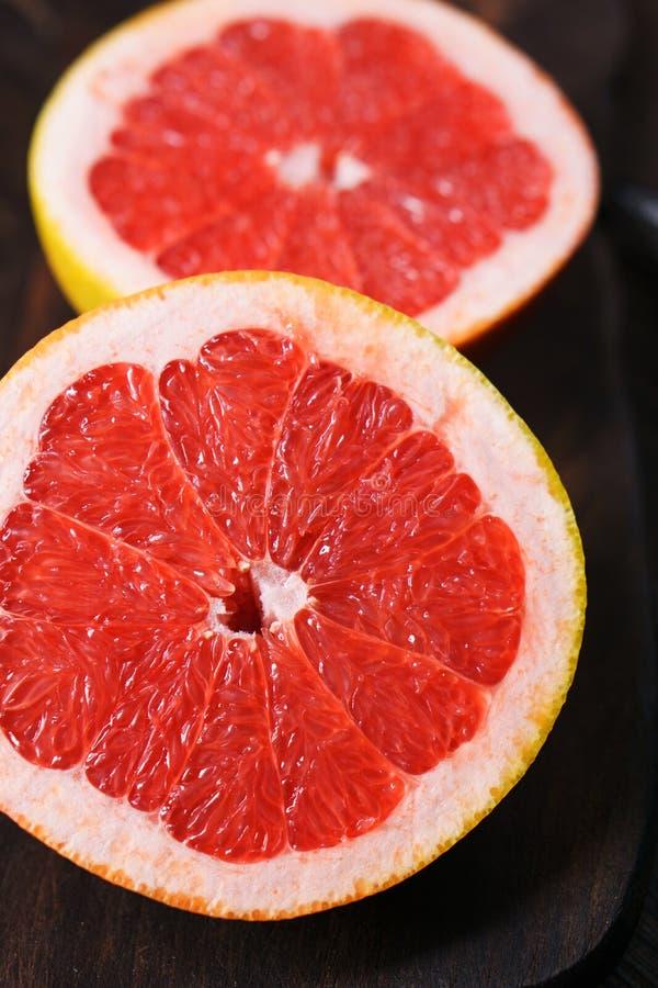 Les tranches de pamplemousse rose se ferment  Fond de fruit photo stock