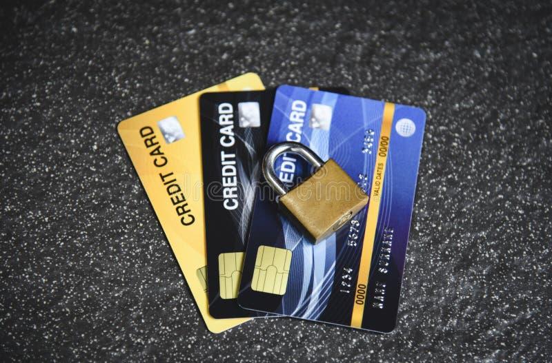 Les transactions de cryptage des données d'Internet de sécurité de carte de crédit sur la serrure de carte de crédit ont fixé photos stock