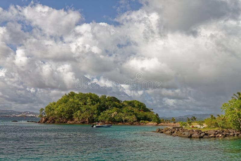 Les Trois-Ilets, Martinique - La Pointe du Anfall Halvö royaltyfri bild