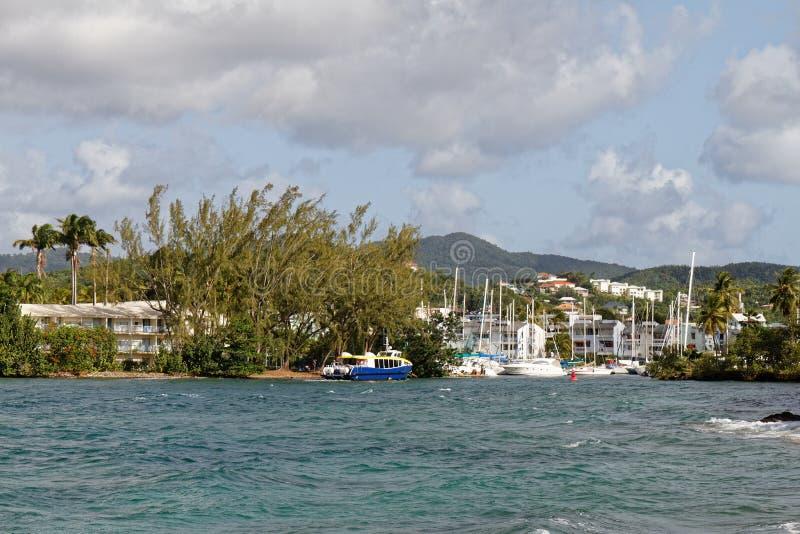 Les Trois-Ilets, Martinique - La Pointe du Anfall Marina fartygingång royaltyfri fotografi