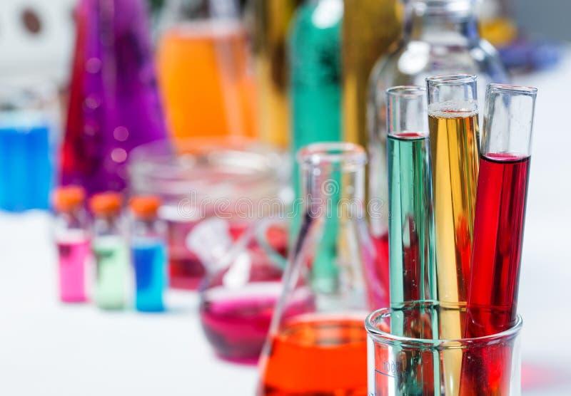 Les tubes dans le laboratoire image stock