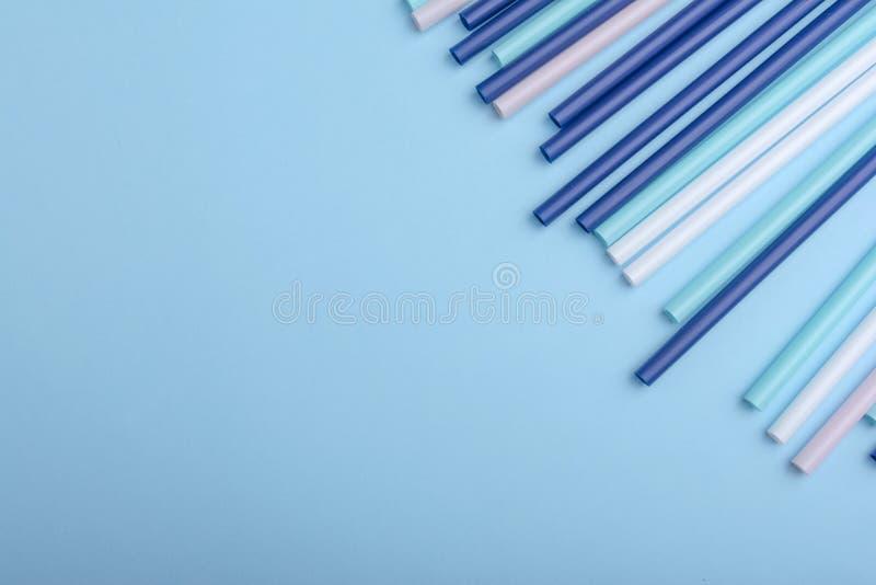 Les tubes en plastique peuvent employer comme fond dans la conception photos libres de droits
