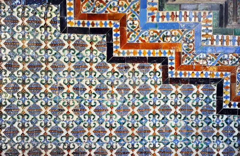 Les tuiles ont glacé la composition, les azulejos, palais de Casa de Pilatos, Séville, Espagne images libres de droits