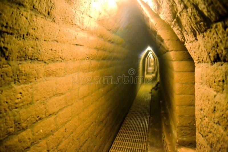 Les tunnels sous le plus grand homme de Cholula ont fait la pyramide photos stock