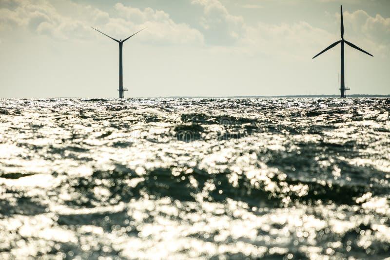Les turbines de vent cultivent en mer baltique, Danemark photographie stock