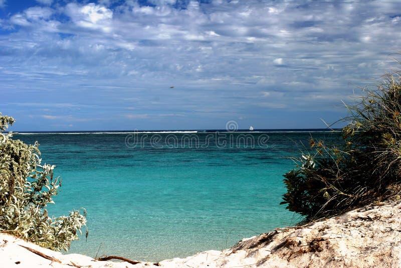 Les turquois transparents arrose par l'espace dans les dunes à l'Australie occidentale de récif de Ningaloo photos libres de droits