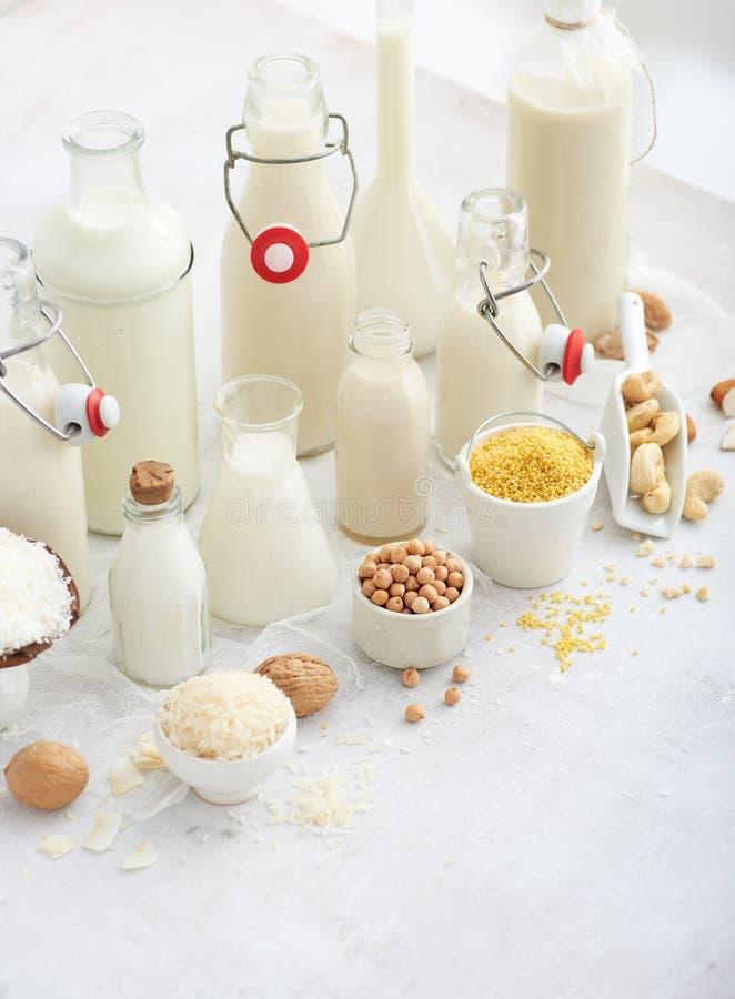 Les types alternatifs de trait Lait de remplacement de laiterie de Vegan image libre de droits
