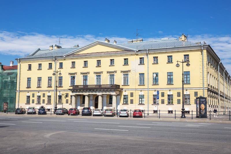 Les universitaires logent étaient la maison de l'académie des sciences russe sur le remblai du ` s de lieutenant Schmidt photo libre de droits