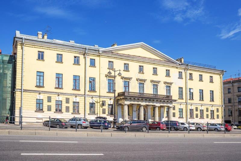 Les universitaires logent étaient la maison de l'académie des sciences russe sur le remblai du ` s de lieutenant Schmidt image libre de droits