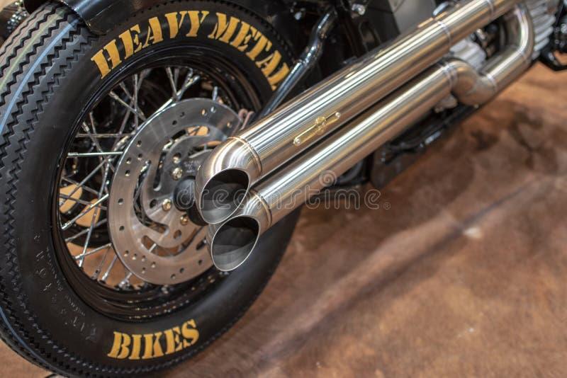 Les vélos de métaux lourds échappement le pot images libres de droits