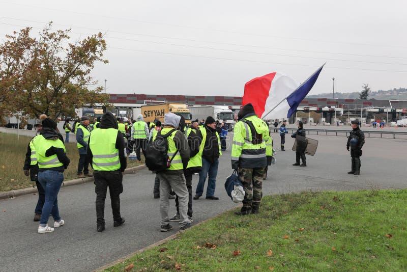 Les vétérinaires jaunes protestent contre des prix plus élevés de carburant en France photos libres de droits