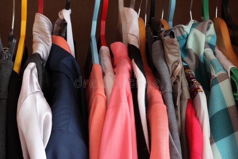 Les vêtements images stock