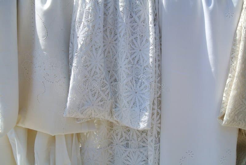 Les vêtements de blanc images libres de droits