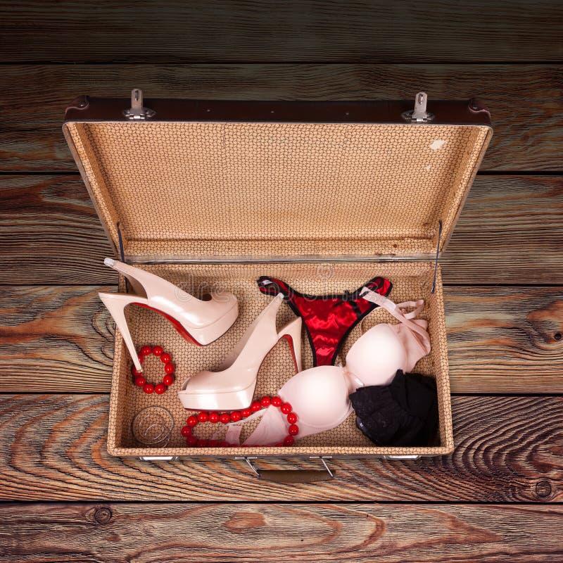 Les vêtements et les accessoires des femmes photographie stock