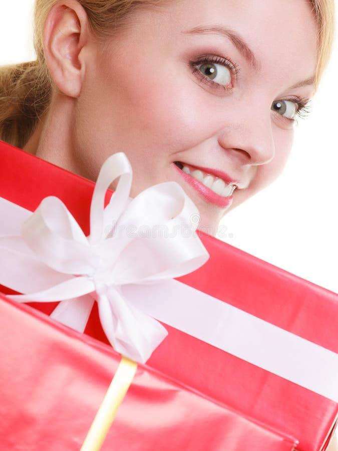 Download Les Vacances Aiment Le Concept De Bonheur - Fille Avec Des Boîte-cadeau Photo stock - Image du mignon, anniversaire: 45361524