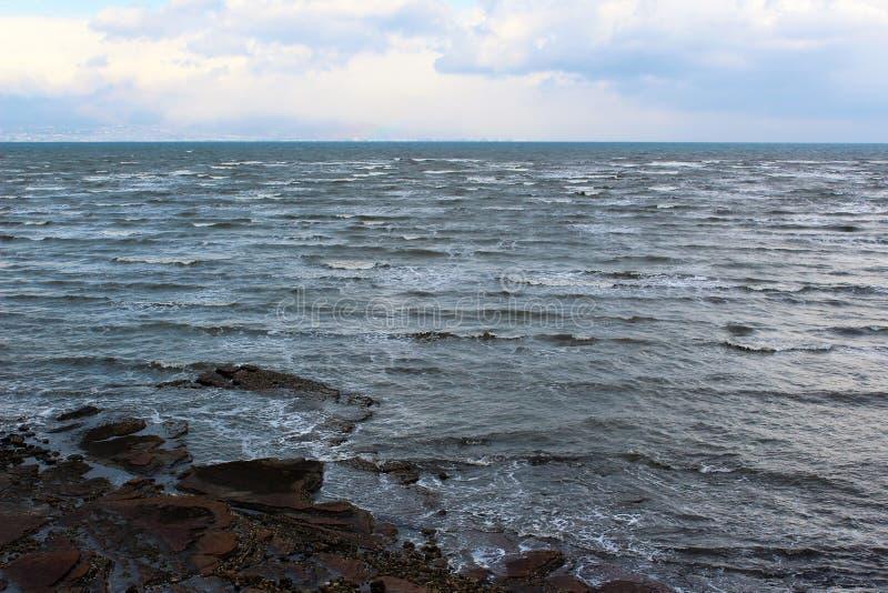 Les vagues rugueuses de Shimabara aboient en hiver photographie stock libre de droits