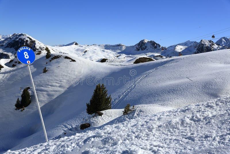 Les Verdons, ландшафт зимы в лыжном курорте Ла Plagne, Франции стоковая фотография rf
