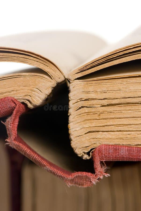 Les vieux livres ouvrent 2 photo stock
