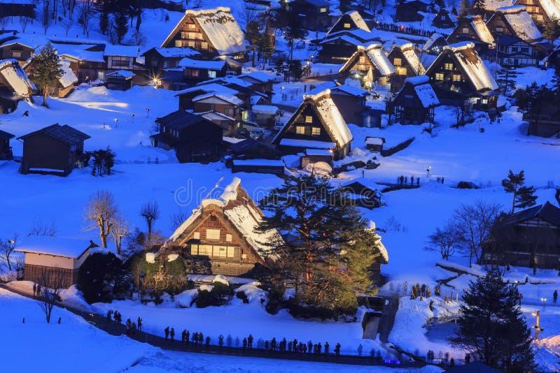 Les villages historiques de Shirakawa-vont dans un jour neigeux image stock