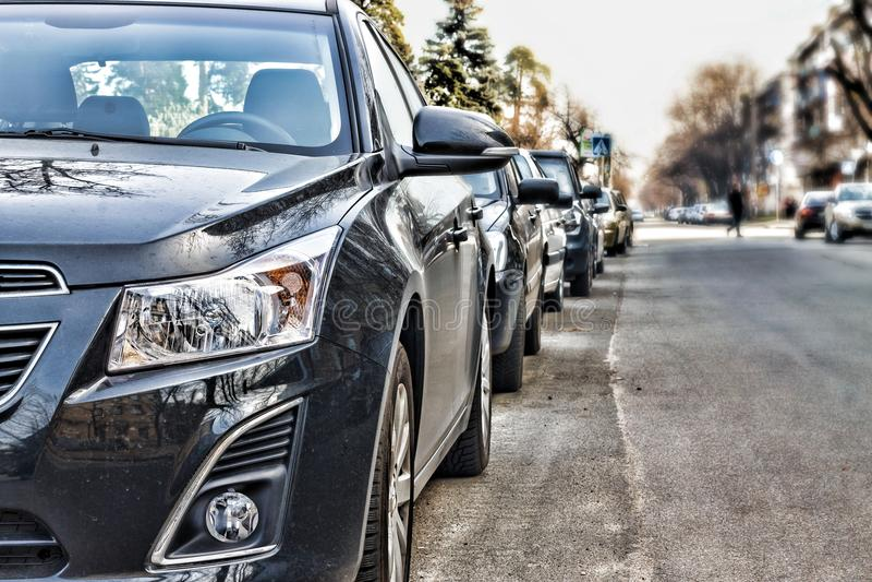Les voitures étaient sur la rue photographie stock libre de droits