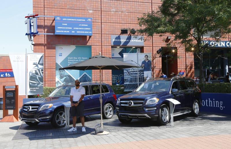 Les voitures de Mercedes-Benz au tennis national centrent pendant l'US Open 2013 photos stock