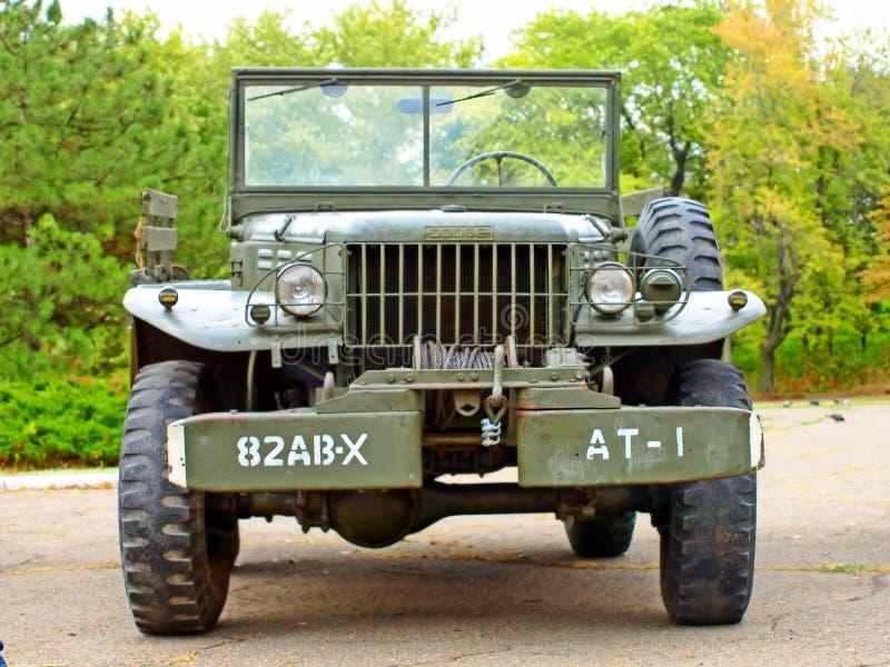 Les voitures esquivent l'armée américaine de WC61, Reconstitution historique de WWII. photo stock