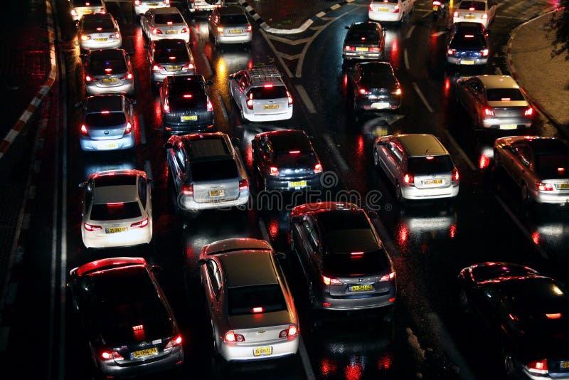 Les voitures sont dans un embouteillage image libre de droits
