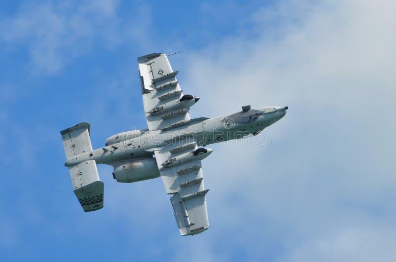 Les vols acrobatiques affichent par A-10 le coup de foudre II photo libre de droits