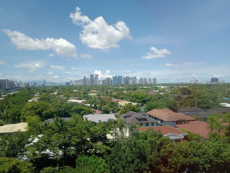Les vues d'horizon de la ville urbaine près de la ville globale photo stock