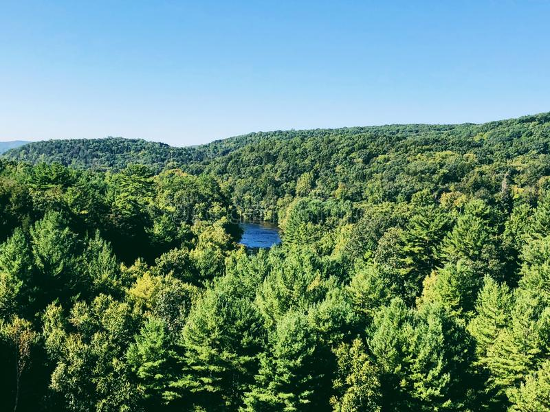 Les vues du barrage de Thomaston et parties du Naugatuck River Valley photographie stock libre de droits