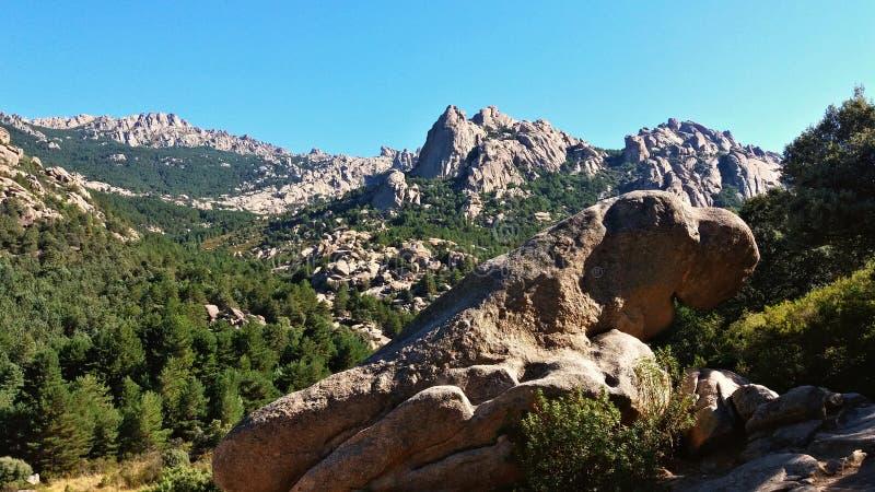 Les vues du ` s de montagne pendant un trekking montent photographie stock libre de droits