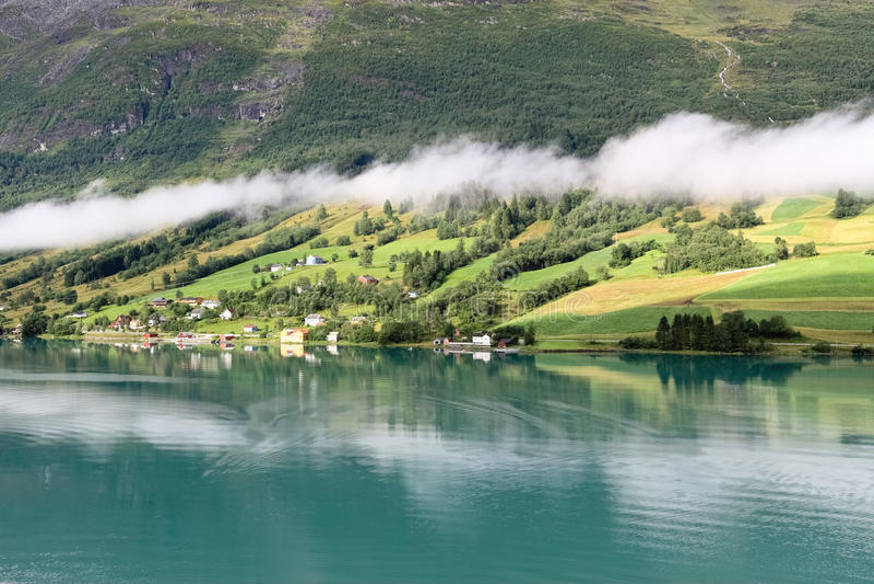 Les vues scéniques de Nordfjord, Olden (la Norvège) photos libres de droits