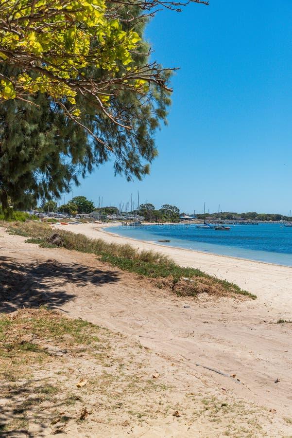 Les yachts amarr?s aux essoreuses aboient Rockingham Australie images stock