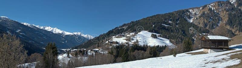 Lesachvalley in de vroege lente, Oostelijk Tirol royalty-vrije stock afbeeldingen