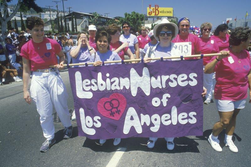 Lesbijki pielęgniarki target754_1_ przy Homoseksualną Dumy paradą obrazy royalty free