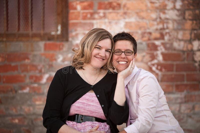 Lesbisch Paar in openlucht royalty-vrije stock afbeelding