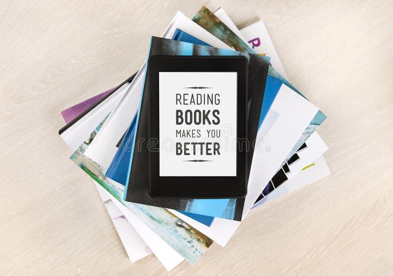 Lesebücher macht Sie besser stockfotografie