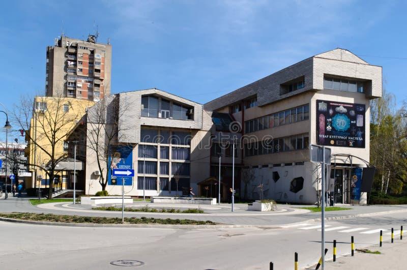 Leskovac, Serbia, el 4 de abril 2018: Museo Nacional, entrada de la calle de Pan Djukic fotografía de archivo