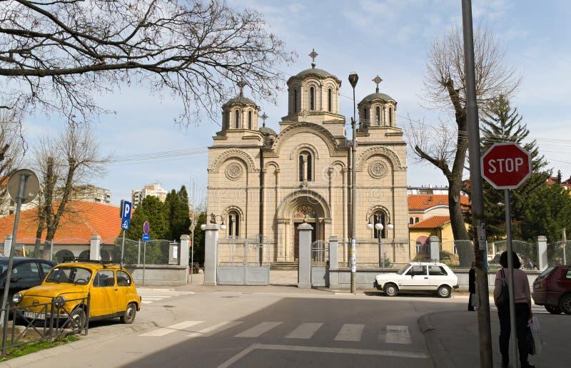 Leskovac, Serbia, il 5 aprile 2018: La chiesa della trinità santa, entrata principale fotografia stock libera da diritti