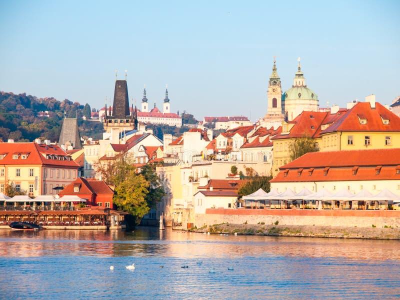 Lesser miasteczko Praga z St Nicholas katedrą i Vltava rzeką, Praga, republika czech zdjęcia stock