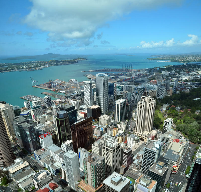 Leste aéreo da cidade & do porto de Auckland, Nova Zelândia imagens de stock