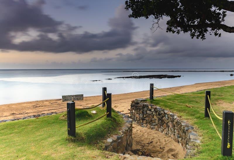 Let op uw stap - bij de kust royalty-vrije stock fotografie