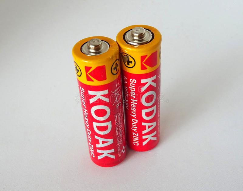 Letland, Riga - Mei 2, 2019: Paar van Twee Kodak-Batterijen van de Zinkbatterij royalty-vrije stock foto